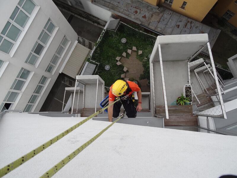 Umyvanie pomocou horolezeckej techniky Wallenrod Bratislava